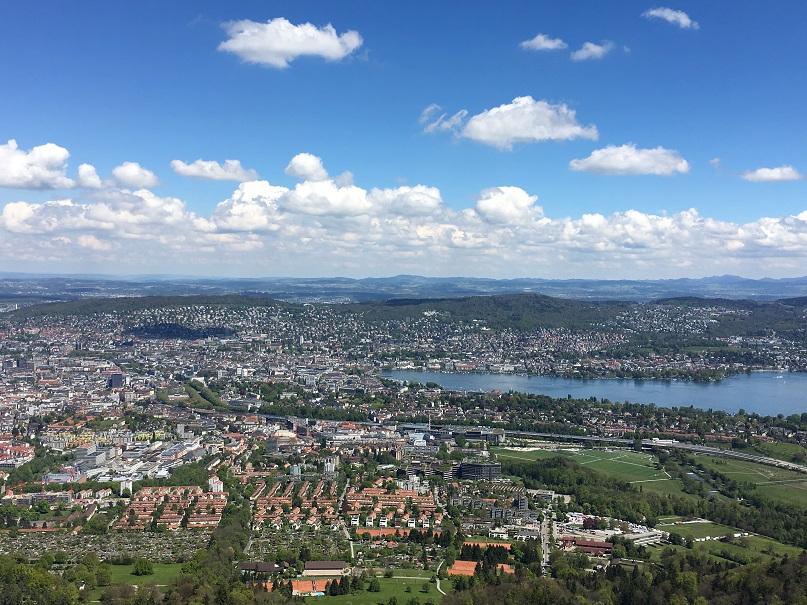 Uteriberg山から見るチューリッヒの街