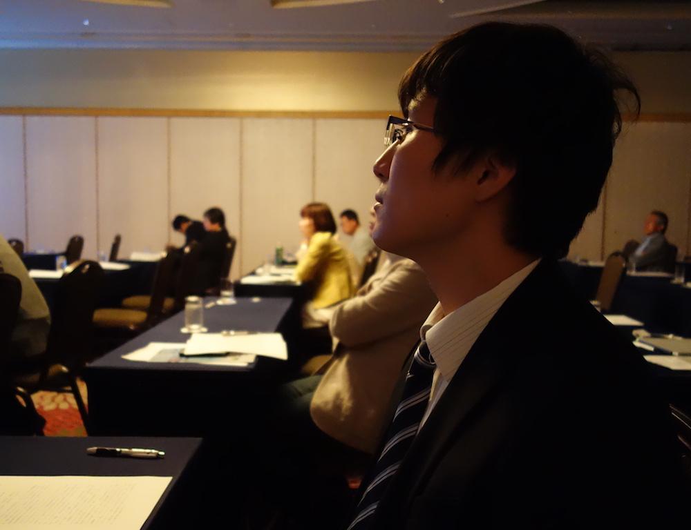 発表を終えた玉井先生